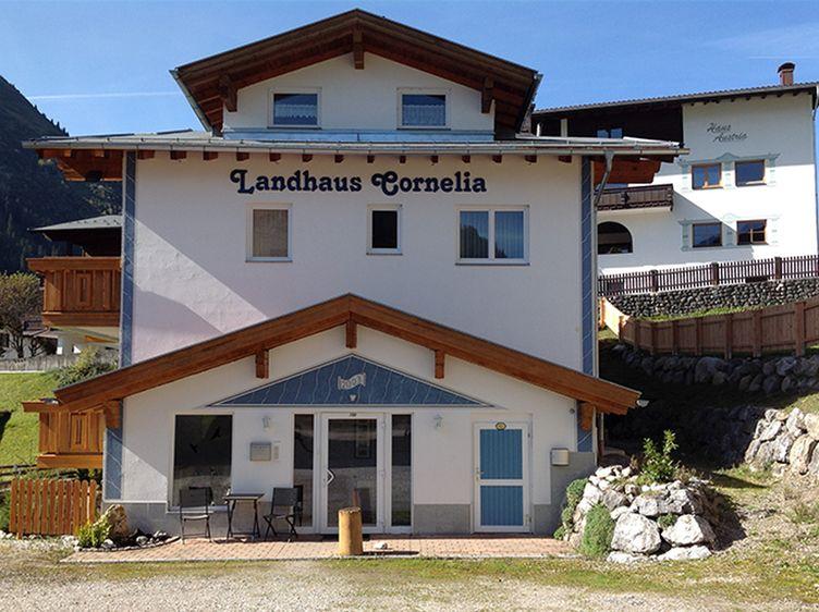 1 Oostenrijk Tirol Berwang Vakantie Ski Wandelen Fietsen Rodelen Familievakantie Genieten Bloemvelden Aparthotels Berwang Landhaus Exterieur2 1