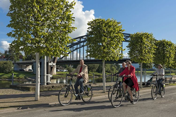 3808p Fahrradfahrer In Rinteln An Der Weser E Bike Rock Lang