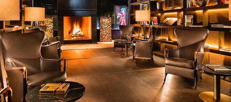 7132 Lounge