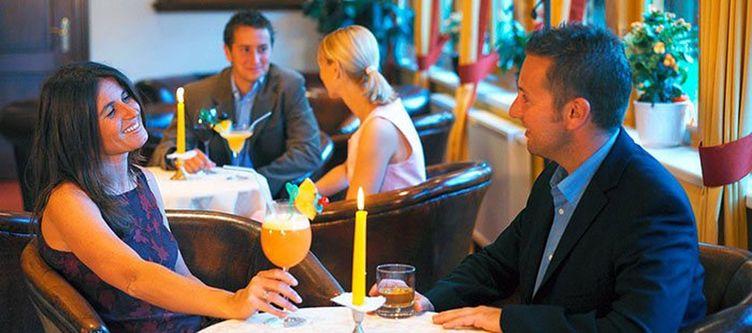 Almrausch Lounge Paar