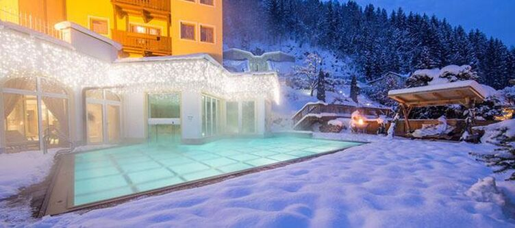 Alpenblick Pool Winter