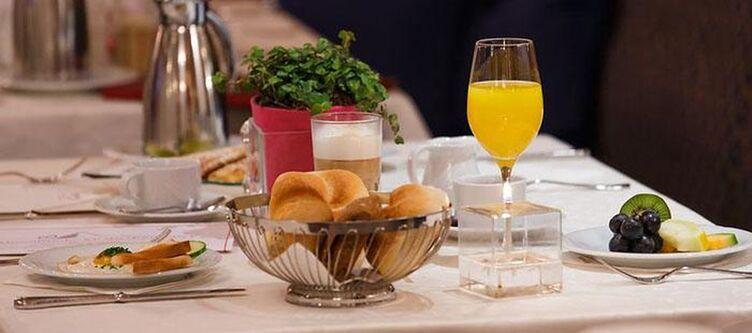 Alpenblick Restaurant Fruehstueck2