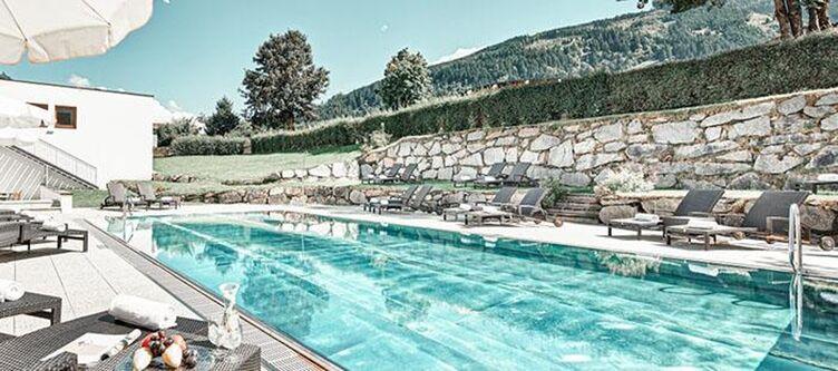 Alpenhaus Pool Aussen5