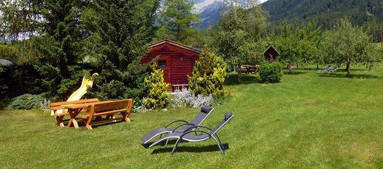 Alpenhof Garten Liegen2