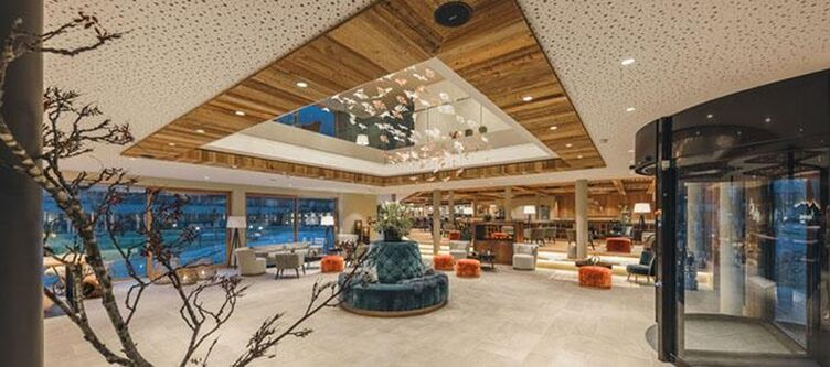 Alpenhotel Lobby2