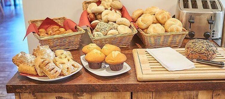 Alpina Fruehstuecksbuffet