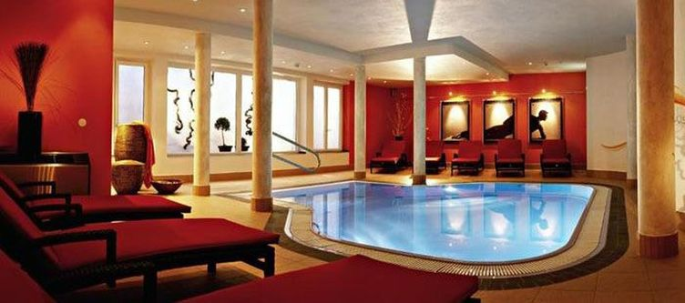Alpina Wellness Hallenbad