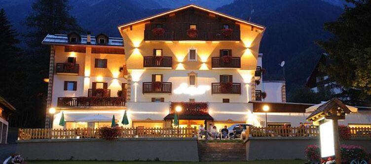Alpino Hotel Abend