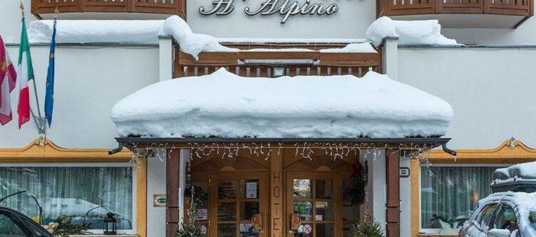 Alpino Hotel Eingang Winter