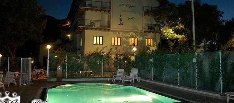 Alpoggio Pool Abend