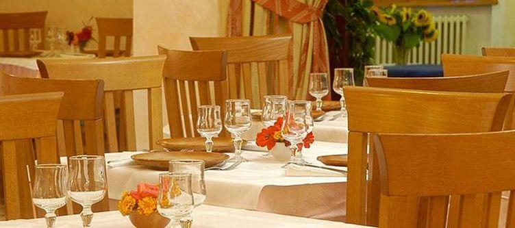 Alpoggio Restaurant3