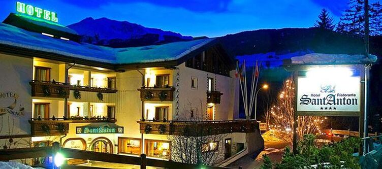 Anton Hotel Winter Abend