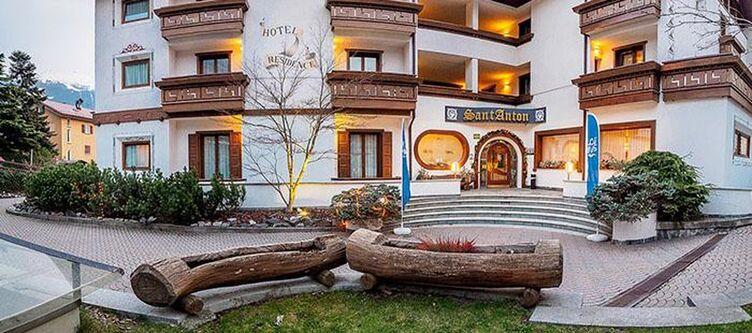 Anton Hotel3