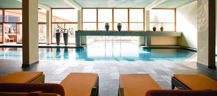 Arosea Wellness Hallenbad5