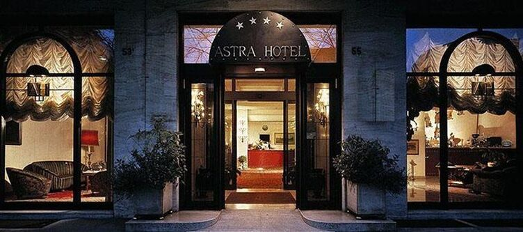 Astra Hotel Abend