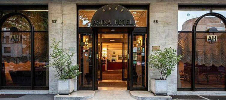 Astra Hotel Eingang