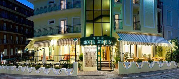 Athena Hotel Abend