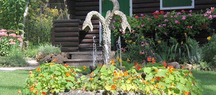 Azalea Garten Brunnen2