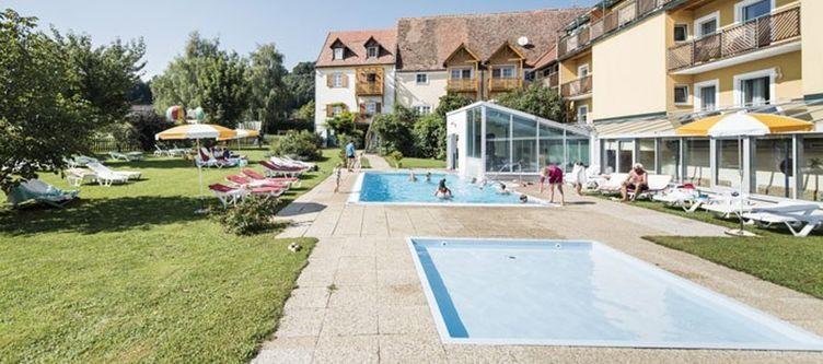 Ballonhotel Pool
