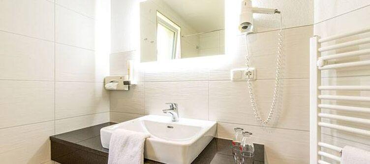 Bruderhofer Zimmer Bad2