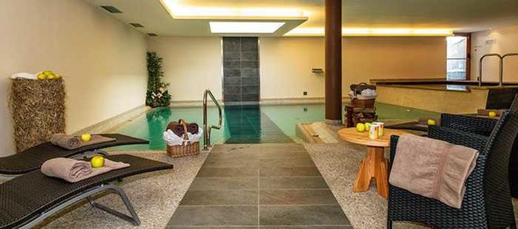 Brusago Wellness Hallenbad4