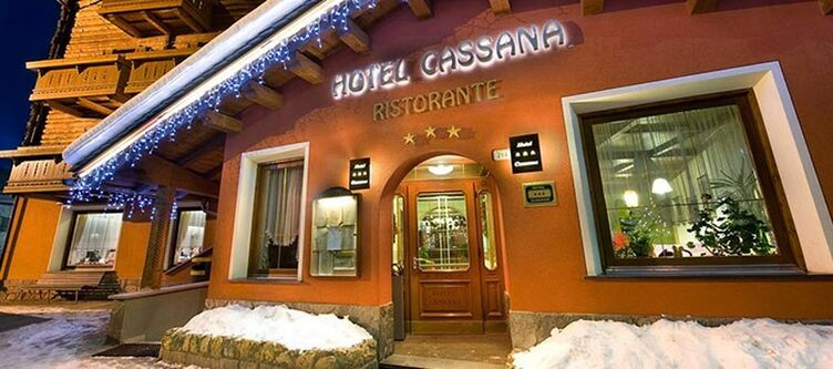 Cassana Hotel Winter Eingang