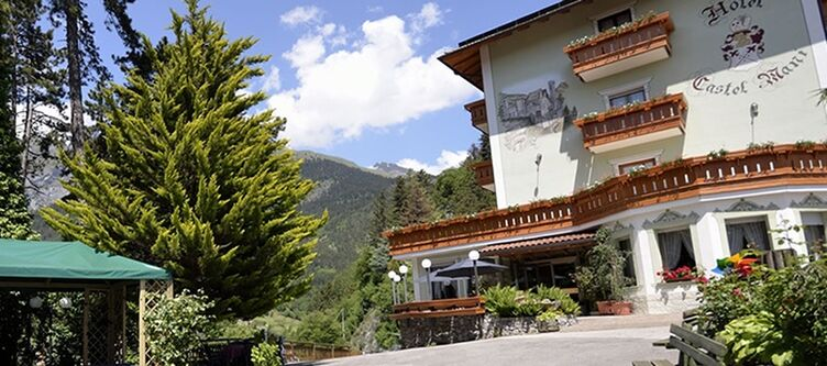 Castel Mani Hotel