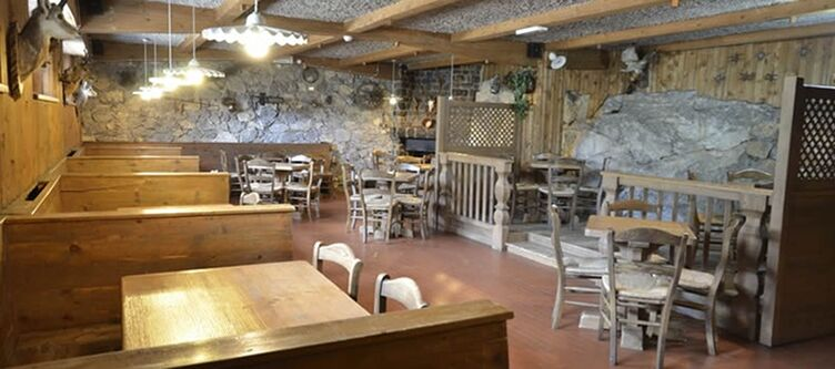 Castel Mani Restaurant