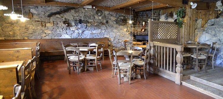 Castel Mani Restaurant2