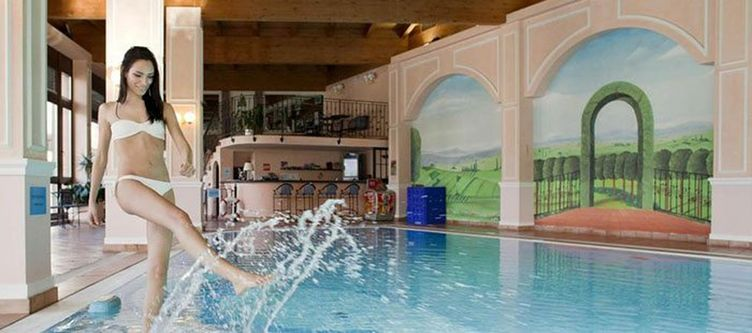 Cattoni Wellness Hallenbad2