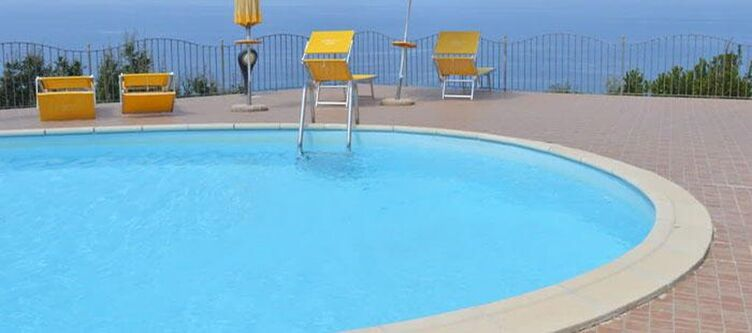 Cometa Wellness Pool3