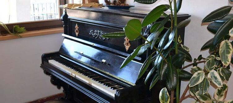 Corona Lounge Klavier
