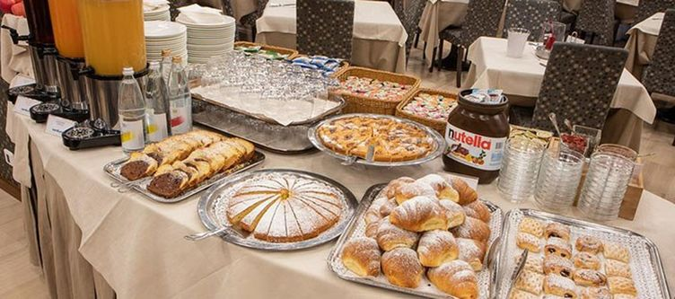 Cristallo Fruehstuecksbuffet Kuchen
