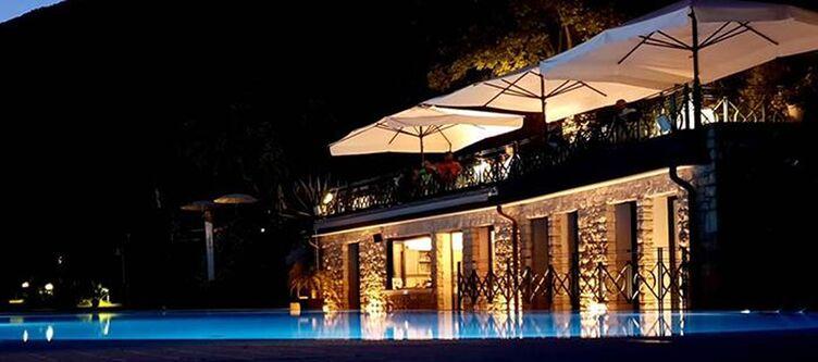 Degli Terrasse Pool Abend