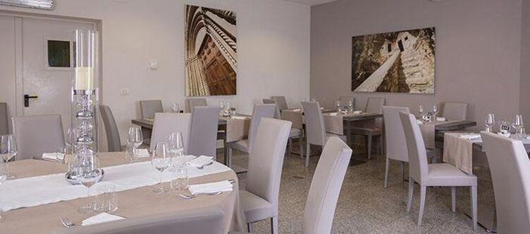 Dellerose Restaurant2
