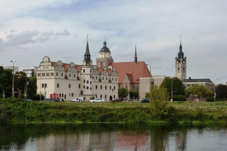 Dessau Vereinigte Mulde Mit Schlossund Rathausturm C Augustustours