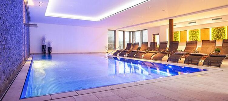 Doettingen Wellness Hallenbad2