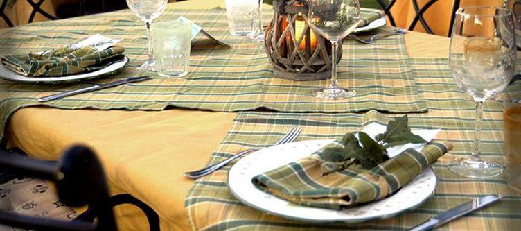 Dolmi Terrasse Restaurant Gedeck