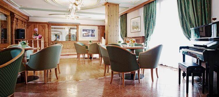 Domina Lounge