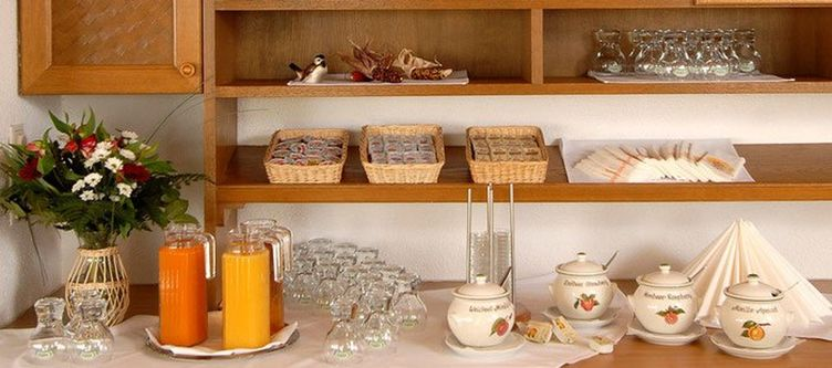 Edelweiss Fruehstuecksbuffet
