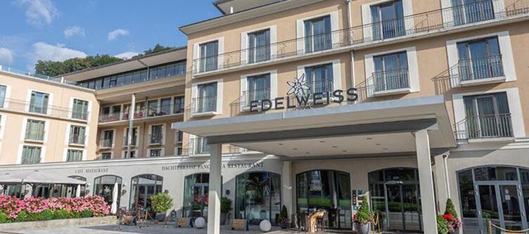 Edelweiss Hotel Eingang