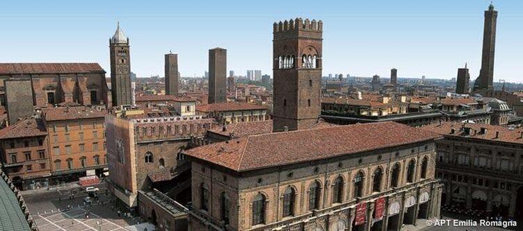 Emilia Romagna Bologna Palazzo Podesta Skyline