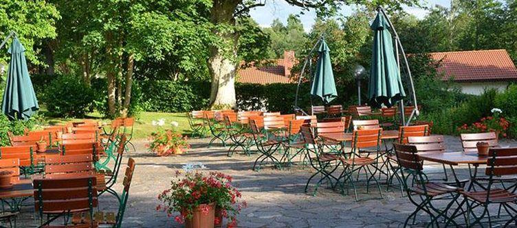 Ernestgruen Gastgarten3
