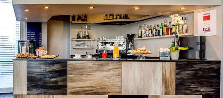 Farnese Bar2