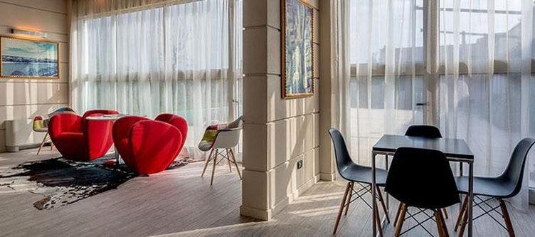 Farnese Lounge4