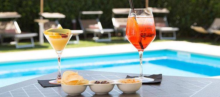 Farnese Pool Drinks