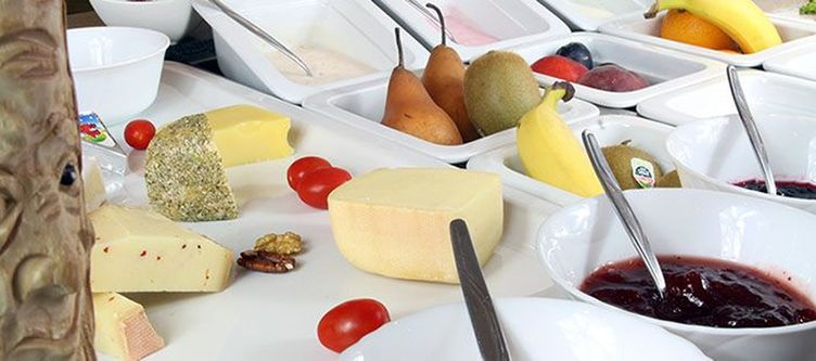 Feehof Fruehstuecksbuffet Kaese