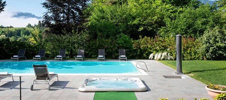 Flora Pool4
