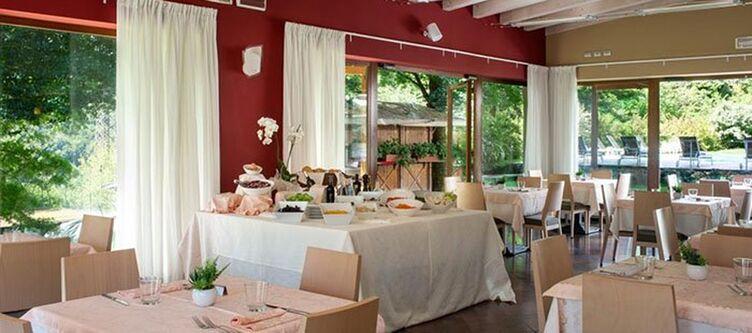 Flora Restaurant Buffet2