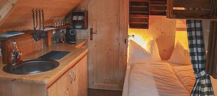 Glamping Woodlodge Bett2